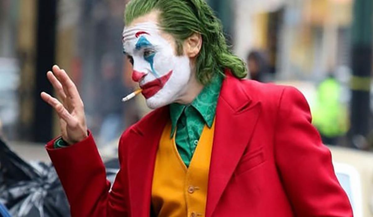 Joker Director Reveals New Image Of Joaquin Phoenix In Character